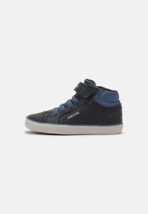 GISLI BOY - Sneakers hoog - navy/avio