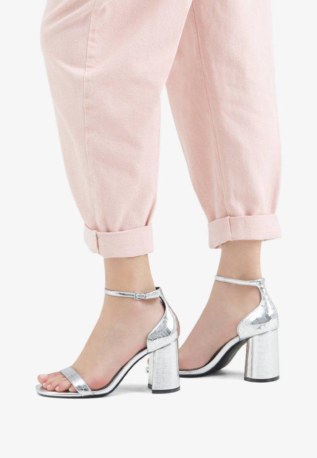 MIT TIERPRINT  - Sandales à talons hauts - silver