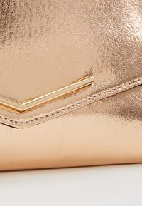 Dorothy Perkins - STITCHED BAR - Clutch - rose gold - 5