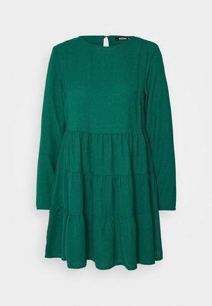 TIERED SMOCK DRESS - Vestido informal - deep green