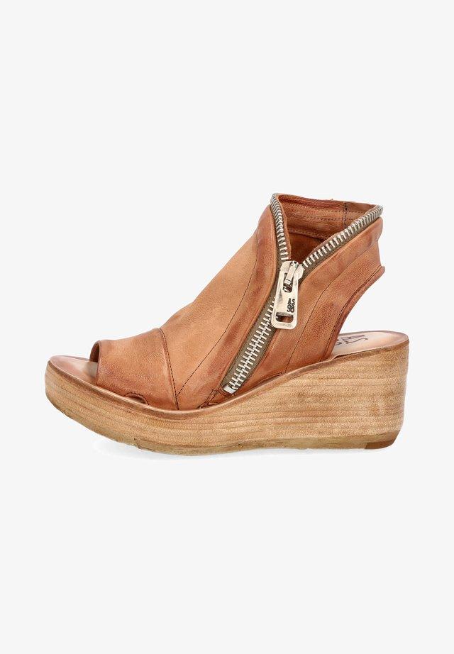 Sandalen met plateauzool - calvados