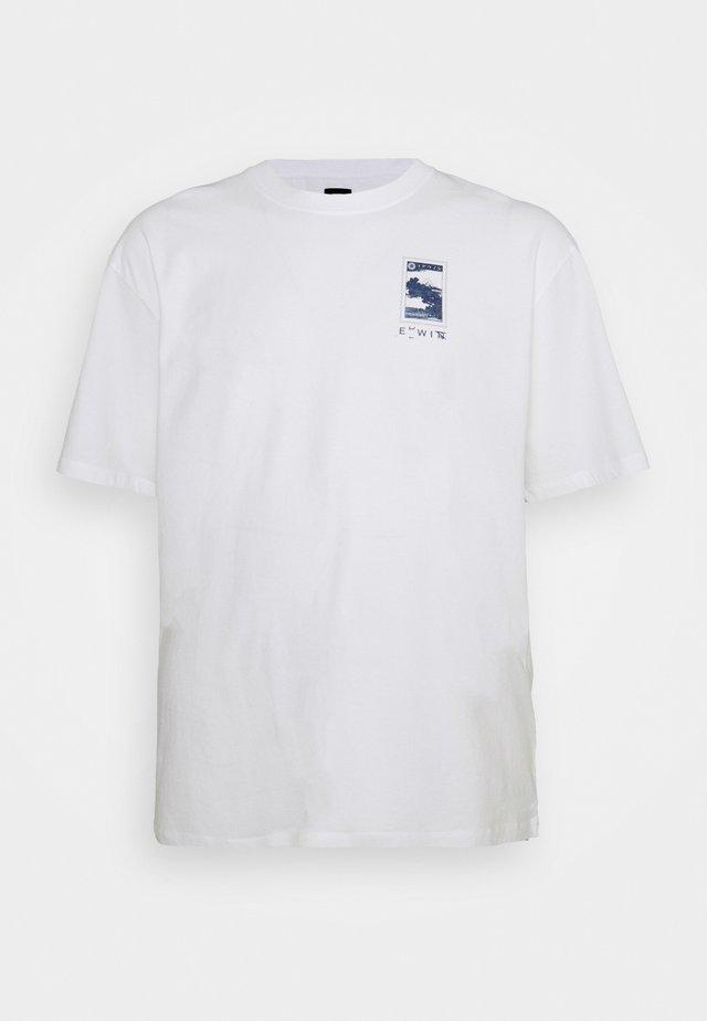 FUJI SCENERY - Print T-shirt - white