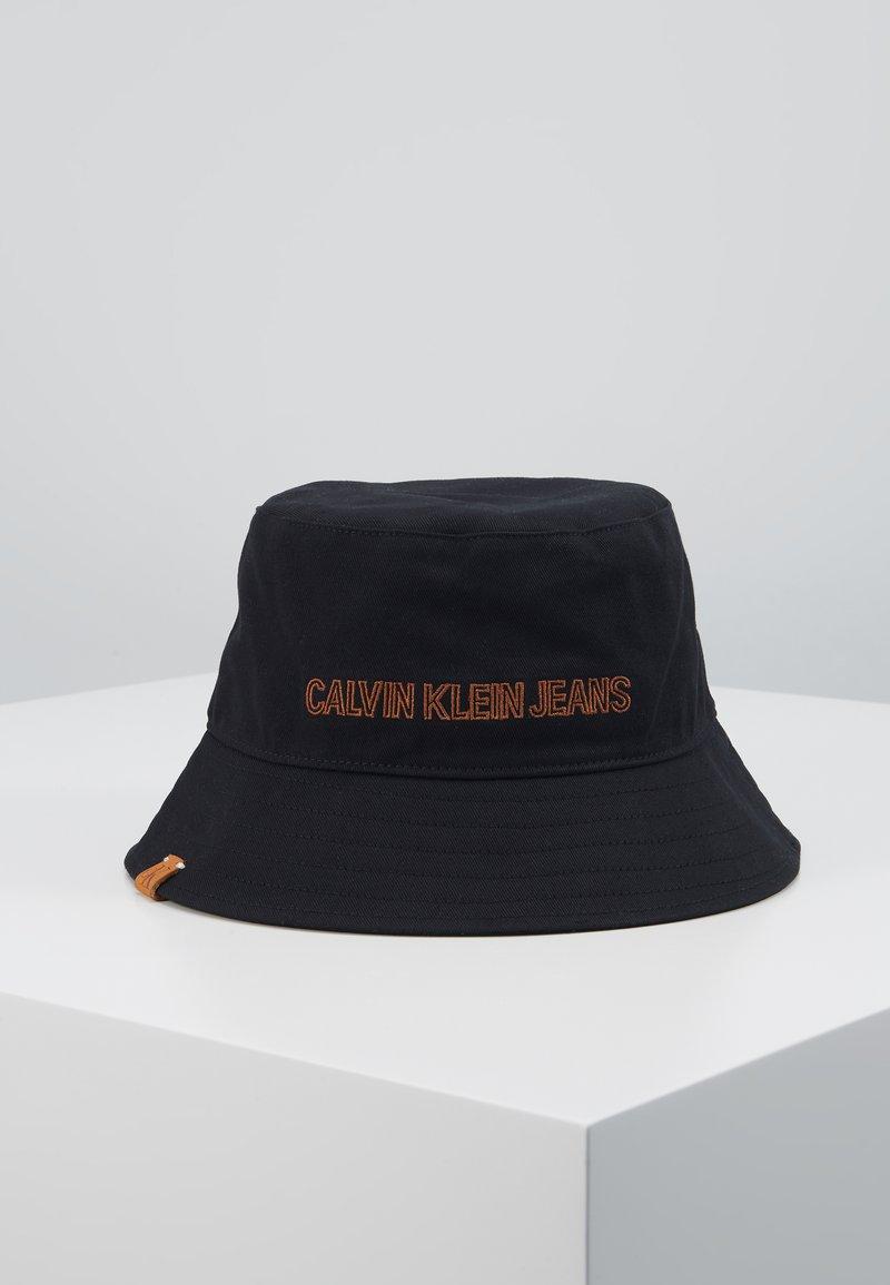 Calvin Klein Jeans - INSTITUTIONAL BUCKET - Kapelusz - black