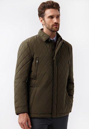 MIT GERADEM SCHNITT - Light jacket - dark green