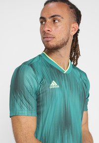 adidas Performance - T-shirt con stampa - actgreen/hireye - 4