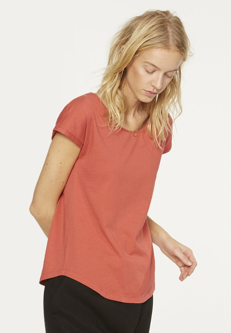 ARMEDANGELS - LAALE - Basic T-shirt - mineral red