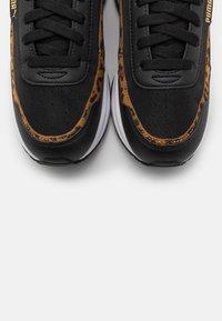 Puma - CILIA MODE LEO - Sneakers basse - black/team gold/white - 5