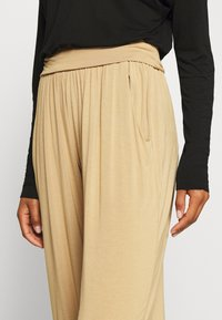 Deha - PANTS - Tracksuit bottoms - beige - 3