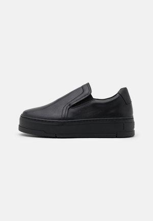 JUDY - Nazouvací boty - black