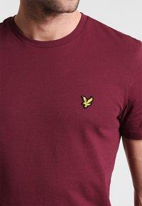 Lyle & Scott - T-shirt - bas - claret jug - 3
