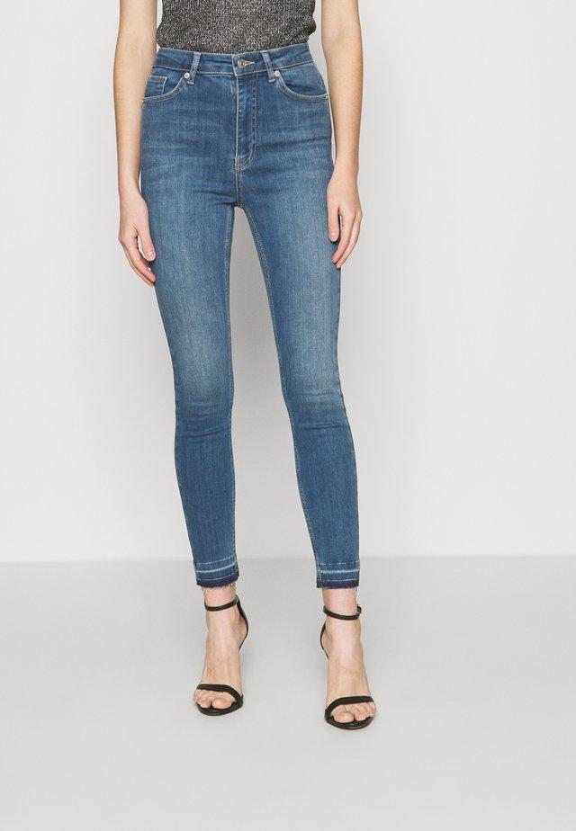 SKINNY HIGH WAIST OPEN HEM - Skinny džíny - mid blue