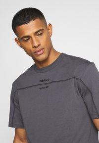 adidas Originals - UNISEX - Print T-shirt - gresix - 3