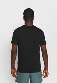 Nike Performance - TEE TRAIL - T-shirt print - black - 2