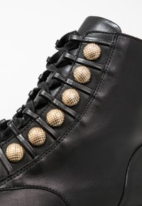 Billi Bi - Lace-up ankle boots - black/gold - 2