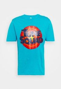 SPACE JAM 2 TUNE SQUAD LOGO TEE - Print T-shirt - teal