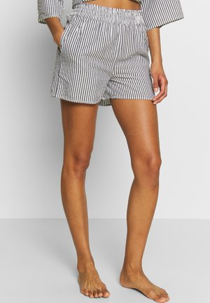 YASSISLA SHORT - Ranta-asusteet - white