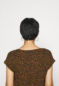 Soyaconcept - SC-KRISTA 2 - Print T-shirt - brown - 4