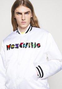 MOSCHINO - LONG JACKET - Bomber bunda - white - 3
