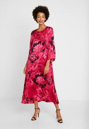 COURTNEY LONG DRESS - Denní šaty - pink