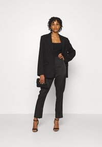 NA-KD - STRAIGHT SUIT PANTS - Trousers - black - 1