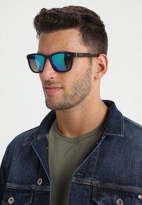 QUAY AUSTRALIA - HARDWIRE - Okulary przeciwsłoneczne - black/navy - 1