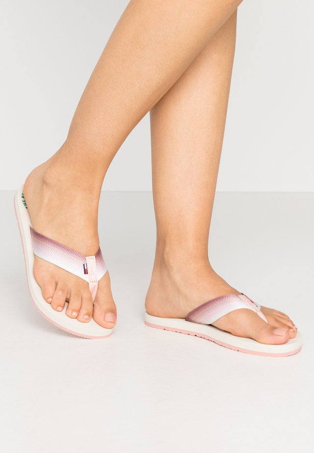 SUSTAINABLE BEACH - Sandalias de dedo - sweet peach