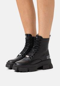 Steve Madden - TANKER - Kotníkové boty na platformě - black - 0