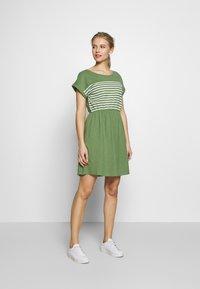TOM TAILOR DENIM - MINI DRESS WITH STRIPES - Jersey dress - green - 1