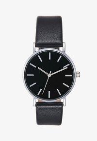 black/silver-coloured