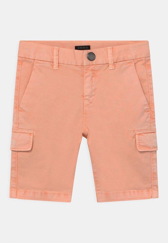 BERMUDA - Shorts - orange blanchi