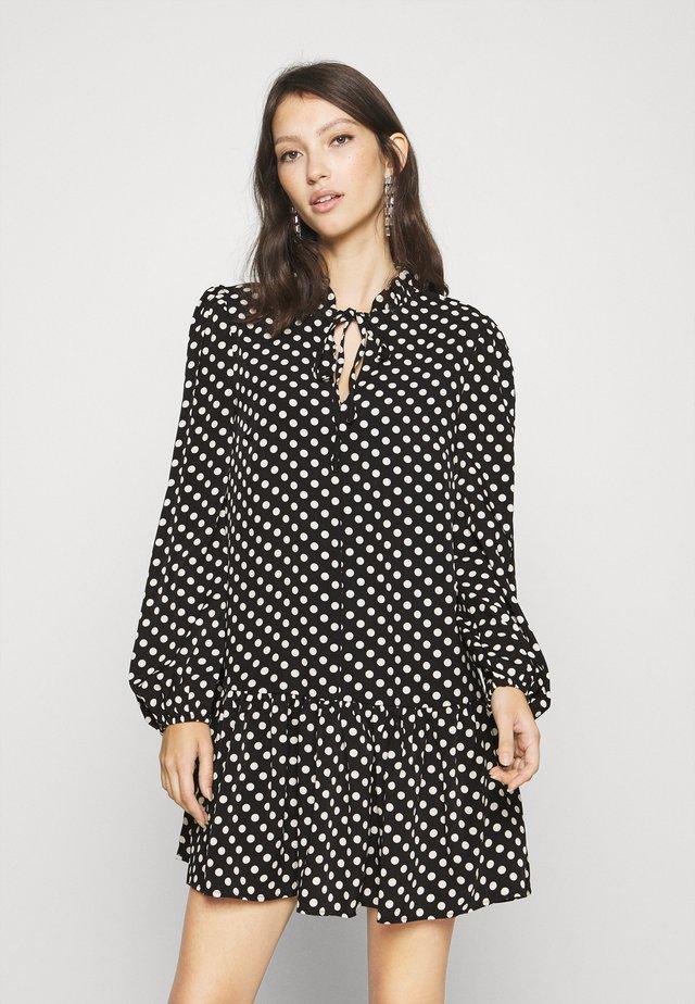FRILL NECKLINE SMOCK DRESS - Kjole - black/white