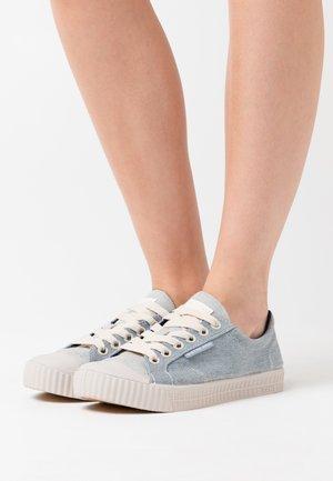 ROVULC II - Sneakersy niskie - raw denim