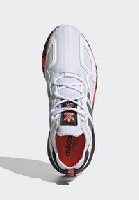 adidas Originals - ZX 2K BOOST UNISEX - Trainers - footwear white/silver metallic/core black - 1