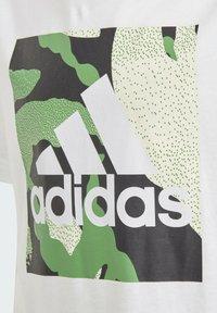 adidas Performance - CAMO GRAPHIC T-SHIRT - Print T-shirt - white - 2