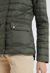 Barbour - BARBOUR COLEDALE QUILT - Down jacket - olive - 5