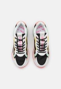 Pepe Jeans - SLOANE CUTE - Sneakers laag - black - 5
