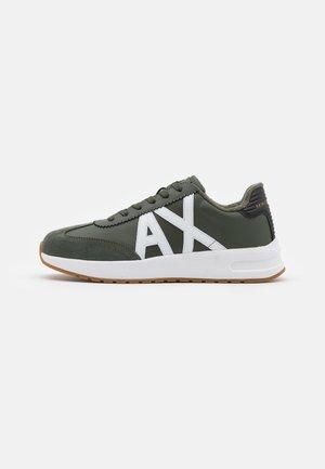 Sneakers - military/white
