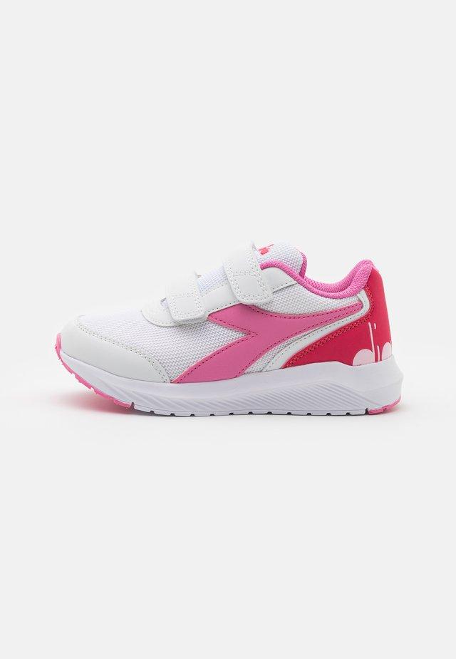 JR UNISEX - Neutrální běžecké boty - white/orchid pink