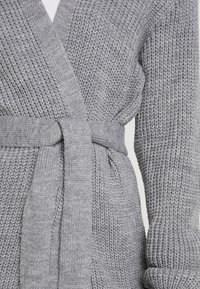 Missguided Petite - MAXI BELTED CARDIGAN - Cardigan - grey - 4