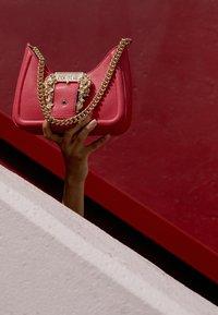Versace Jeans Couture - BUCKLE SHOULDER BAG - Across body bag - paradise - 3