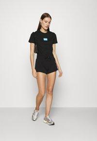 Calvin Klein Jeans - SHINE LOGO SHORT - Shorts - black - 1
