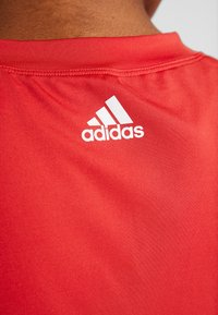 adidas Performance - 3S CAP TEE - Print T-shirt - glow red/white - 6