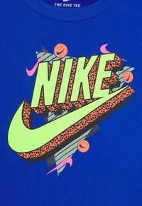 Nike Sportswear - 90'S BEACH PARTY TEE - Print T-shirt - game royal - 3