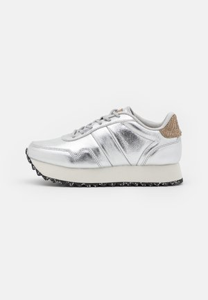 NORA PLATEAU METALLIC - Trainers - silver