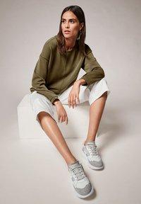 comma casual identity - Sweatshirt - khaki - 4