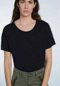 SET - Basic T-shirt - black - 3