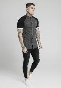 SIKSILK - RAGLAN INSET - Shirt - black/white - 0