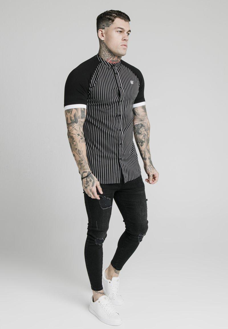 SIKSILK - RAGLAN INSET - Shirt - black/white