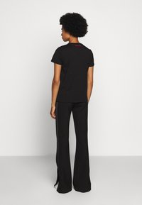 KARL LAGERFELD - LEGEND LOGO - T-Shirt print - black - 2