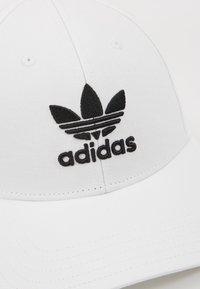 adidas Originals - BASE CLASS UNISEX - Cap - white/black - 6